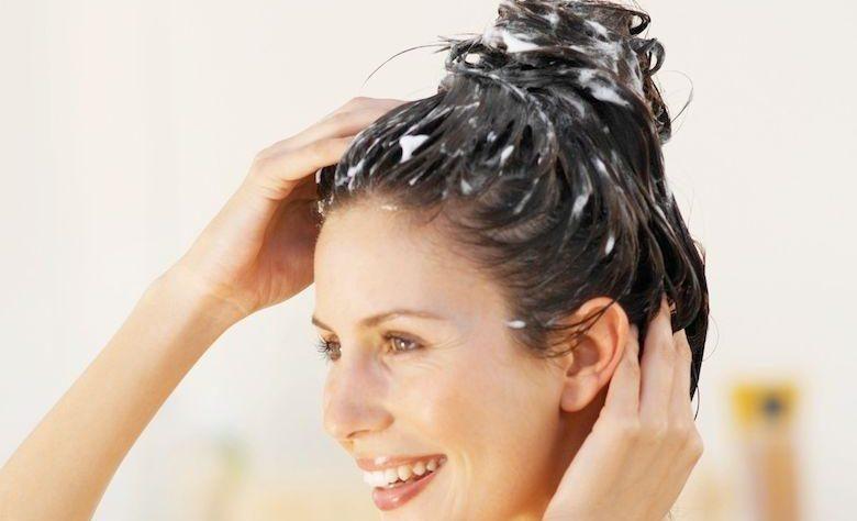 Maschera per capelli per avere una lucentezza naturale c4386fe52cb2