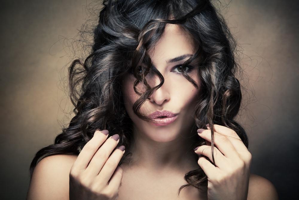 taglio di capelli corto e con onde, ideali per chi ama i tagli di capelli mossi