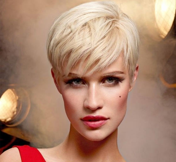 Tagli di capelli biondi corti