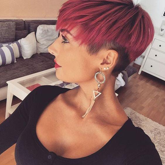 taglio corto capelli rossi